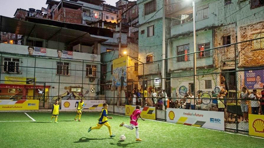 canchas de futbol en favelas