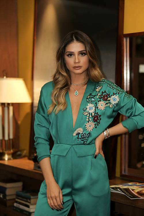 Thassia Naves influencer brasileño